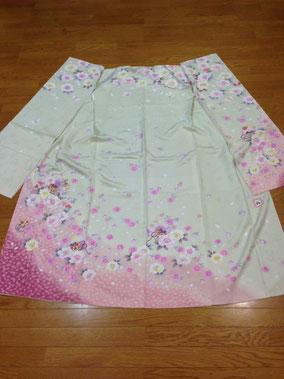 ホワイトグレー系ピンクの小花 ハートの地模様