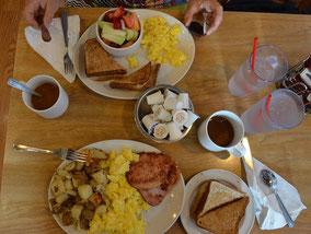 Gehaltvolles Frühstück im Sunset Grill.
