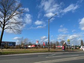 Geplant ist eine 2-spurige Verkehrsführung mit Abbiegespuren zum Gewerbegebiet in Bremen Habenhausen