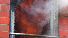 Hausbrand in Weyhe Leeste: Flammen schlagen aus den Fenstern