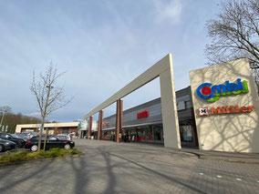 Supermarkt und Ladenzeile in Bremen-Kattenturm (Foto: 03-2020, Jens Schmidt)