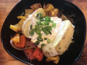 Ess-Kult: Gesunde Alternative zu Pommes: Ofenkartoffel mit Quark und Bratgemüse