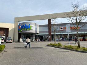 Combi Einkaufszentrum mit verschiedenen Dienstleistern