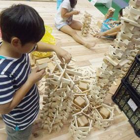 未来のタワー建設中。