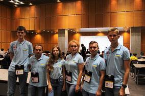 ウクライナ選手団。左から3人目のソフィアさんは大会の人気者。彼女も銀メダルを獲得しました