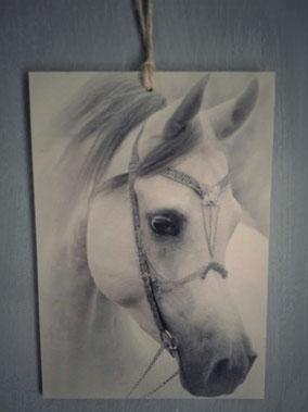 Houtprint paard, Stoer, Sober, Industrieel, Puur, Robuust, Grof, Landelijk wonen, Sfeervol, Geleefd, Stijlvol, Doorleefd, landelijke stijl, landelijke decoratie, vintage.