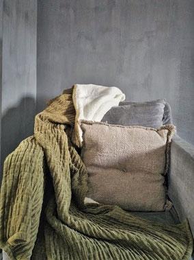 Plaid Lois merk Unique Living (diverse kleuren), Stoer, Sober, Industrieel, Puur, Robuust, Grof, Landelijk wonen, Sfeervol, Geleefd, Stijlvol, Doorleefd, landelijke stijl, landelijke decoratie, vintage.
