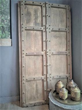 Authentieke oude deur uit India (02), Stoer, Sober, Industrieel, Puur, Robuust, Grof, Landelijk wonen, Sfeervol, Geleefd, Stijlvol, Doorleefd, landelijke stijl, landelijke decoratie, vintage.