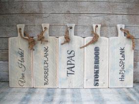 Hapjes- en presenteerplank van steigerhout, broodplankenzo, Stoer, Sober, Industrieel, Puur, Robuust, Grof, Landelijk wonen, Sfeervol, Geleefd, Stijlvol, Doorleefd, landelijke stijl, landelijke decoratie, vintage.