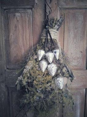Tros met 6 zilverkleurige glazen kerst ornamenten, Stoer, Sober, Industrieel, Puur, Robuust, Grof, Landelijk wonen, Sfeervol, Geleefd, Stijlvol, Doorleefd, landelijke stijl, landelijke decoratie, vintage.