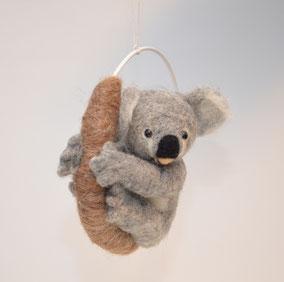Koala Filz, Filz Koala zum Aufhängen, Koala, Filztier zum Aufhängen, Tiere, Puppen,  Filztier realistisch, Filztiere, Schaufensterdekoration, Koala realistisch, Filzfigur Koala, Mobile, Filz Koala, Mobiles, Filzmobile, Mobile Koala, Koalas, Deko,