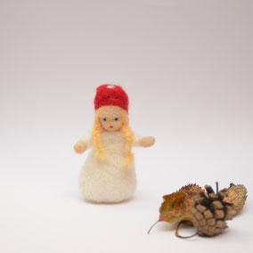Pilzkind, Deko, Jahreszeitenpüppchen, Filzfigur, Filzpüppchen für den Jahreszeitentisch, Waldorfart, Jahreszeitentisch, Waldorfpuppe, Waldorf Jahreszeitentisch, Fliegenpilzkind, Blumenkinder aus Filz, Pilzkind
