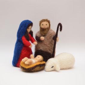 Krippenfiguren, Heilige Familie mit Schaf, Krippenfiguren Heilige Familie, Krippenfiguren aus Filz, handgemachte Krippenfiguren, Krippenfiguren Schweiz
