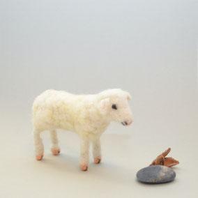 nadelgefilztes Schaf, Krippenfigur Schaf, Krippenfiguren aus Filz, Krippenfiguren, Schaf aus Filz, gefilztes Schaf, Schaf nadelgefilzt, gefilzte Tiere, Tiere gefilzt, Schaf gefilzt, Krippenfiguren Filz, Schäfli, Schäfchen Filz, Lamm