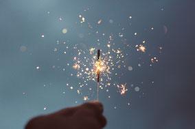 Eine kleine Wunderkerze verströmt ganz viel Zauber für Kinder