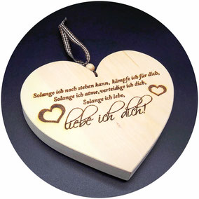 Herz aus Holz ein Zeichen ewiger Liebe ein Liebesgeschenk