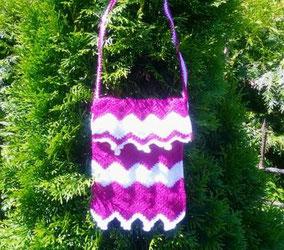 Tasche mit Wellen- oder ZickZack-Muster