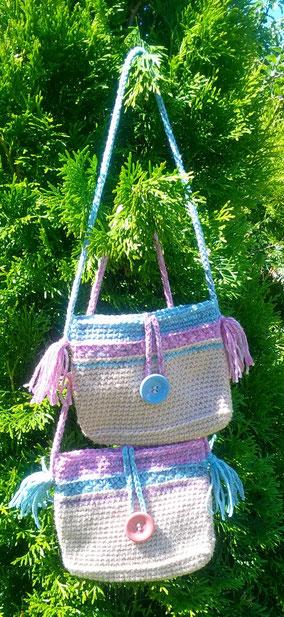 Niedliche Kindertasche aus Wollmix mit Knöpfen