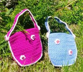 Kindertasche für Kleinkinder. Blütenköpfe sind aus Knöpfen.