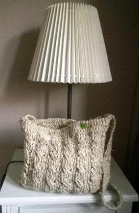 Tasche aus Schafwolle gehäkelt