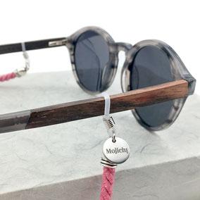 Brillenband, Befestigung mit verstellbarer Schlaufe