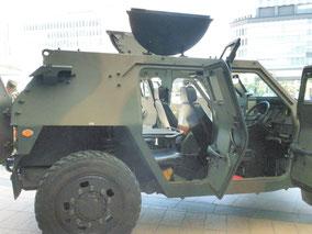 軽装甲機動車(側面)