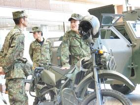 オートバイと隊員の皆さん