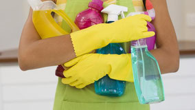 Laminaat reinigen met huis-tuin-en keukenschoonmaakmiddelen. De do's en don'ts van De Laminaat Expert