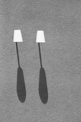 lamps, shadow, Schatten, berlin, monochrome, black, white, schwarz-weiß, Minimalismus, minimalism, minimalist, minimalistisch, Holger Nimtz, Wandbild,
