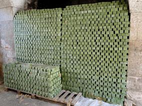 Blocs de savon en cours de séchage. Temple de Paris