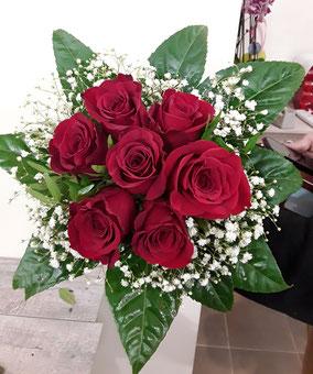 Ramo redondo de rosas. 25€