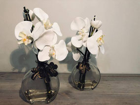 Orquideas con base. 14€ Disponible en varios colores