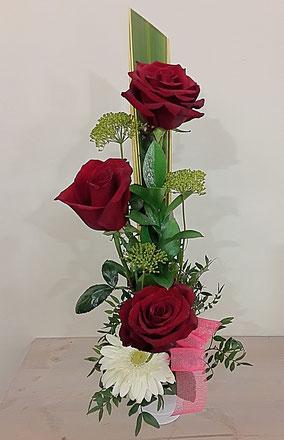 Base con 3 rosas. 18€