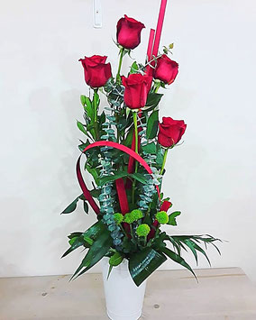Centro con 5 rosas. 25€