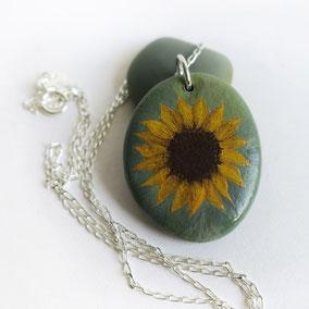 Pendentif galet peint fleurs - acrylique sur galet de rivière percé - anneau argent 925 - tour de cou réglable coton ciré