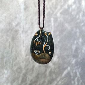 acrylique blanc et cuivre - galet noir percé - vernis satiné - anneau couleur bronze sans nickel