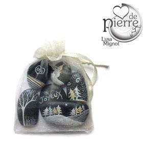 Sapins, arbres et bonhommes de neige acrylique blanc, or et argent - paillettes cristal - 7 galets gris anthracite - vernis brillant