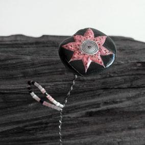 Fleur décorative acrylique et perles - galet du Salat vernis - tige laiton- perles miyuki - quart rose
