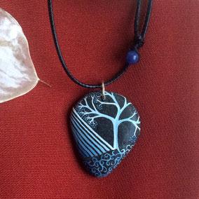 Pendentif galet arbre acrylique et encres gris de payne - galet du Salat noir percé - fini satiné - anneau argenté - tour de cou réglable coton ciré 1 mm noir + 2 sodalites bleues