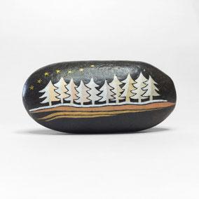 Galet décoratif SAPINS - peinture acrylique et encres sur galet de rivière - fini satiné