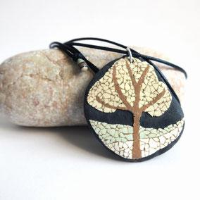 Pendentif galet ARBRE - mosaïque coquille d'oeuf naturelle sur galet de rivière percé - fini mat - anneau argent 925 - collier réglable coton ciré 1 mm noir + perles porcelaine