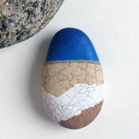 Décoration galet mosaïque rankaku et acrylique sur galet de rivière
