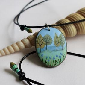 Pendentif galet peint ARBRES - peinture acrylique sur galet de rivière percé - fini mat - anneau argent 925 - tour de cou réglable coton ciré 1 mm noir + perles porcelaine