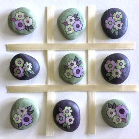 10 galets décoratifs FLEURS - jeu morpion, tic tac toe - peinture acrylique sur galets de rivière - fini mat