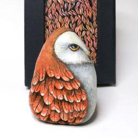 Galet décoratif CHOUETTE - peinture acrylique sur galet - fini satiné - collection 2019 - pièce unique signée référence OWD028