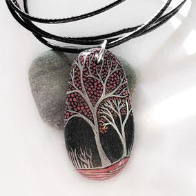 Pendentif galet arbre acrylique blanc et rouge - galet du Salat gris anthracite percé - vernis satiné - anneau argenté - tour de cou réglable coton ciré noir 1 mm