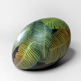 Galet décoratif FEUILLES - acrylique sur galet de rivière - fini satiné - collection 2018