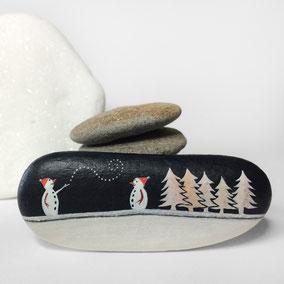 Galet décoratif SNOWMEN et SAPINS - peinture acrylique et crystal sur galet de rivière - fini satiné