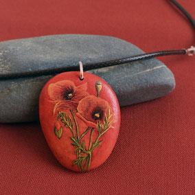 Pendentif galet peint coquelicot - acrylique sur galet de rivière percé - anneau argent 925 - collier cuir fermoir argent 925
