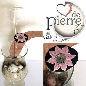 Flaur décorative - acrylique et perles - galet du Salat noir vernis - tige laiton - perles miyuki